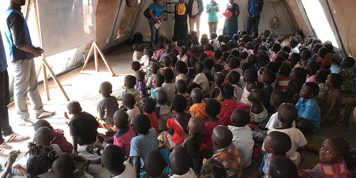 Des classes d'enfants dans un camp de réfugiés au Lunda Norte (JRS)