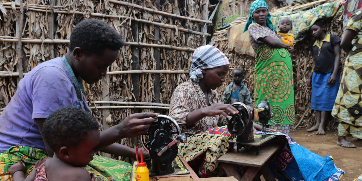 Au nord du Kivu, JRS gère de la formation professionnelle dans des professions comme la charpenterie-menuiserie, la vannerie, la couture et la production de savon, pour promouvoir l'habilité socio-économique des déplacés (Sergi Camara/Entreculturas)