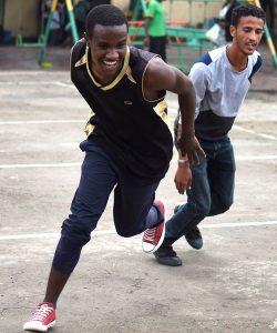 Des réfugiés font du sport au Centre JRS à Addis Abeba, en Ethiopie.