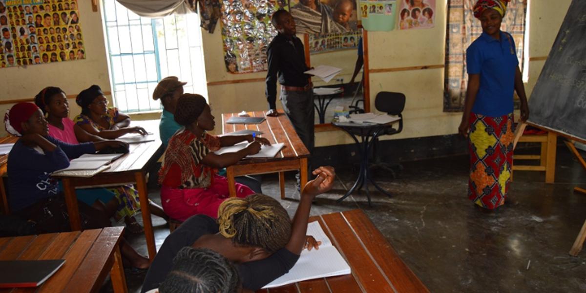 Formation en coiffure au camp de réfugiés de Tongogara (JRS)