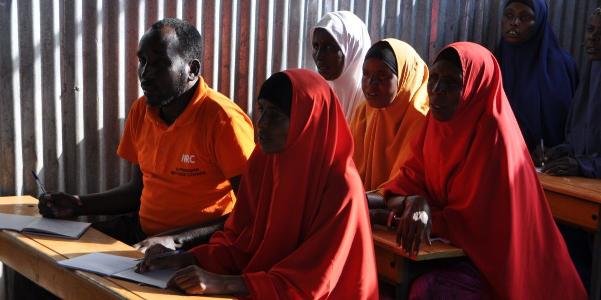 Cours d'alphabétisation pour adultes de JRS, au camp de réfugiés Melkadida.