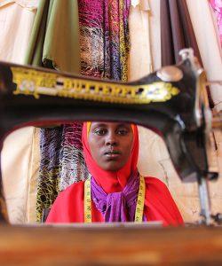 Une réfugiée participe à une formation en vue du gagne-pain, gérée par le JRS en Ethiopie.
