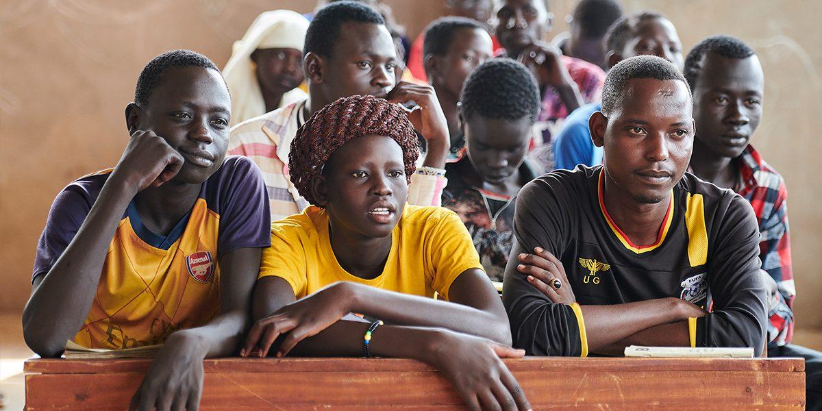 Des étudiants à un cours d'anglais au Centre d'apprentissage Arrupe, géré par JRS à Bunj, Soudan du Sud (Paul Jeffrey/Misean Cara).